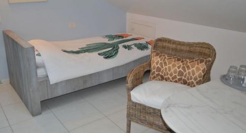 kamer ARWAV eenpersoons bed + stoel