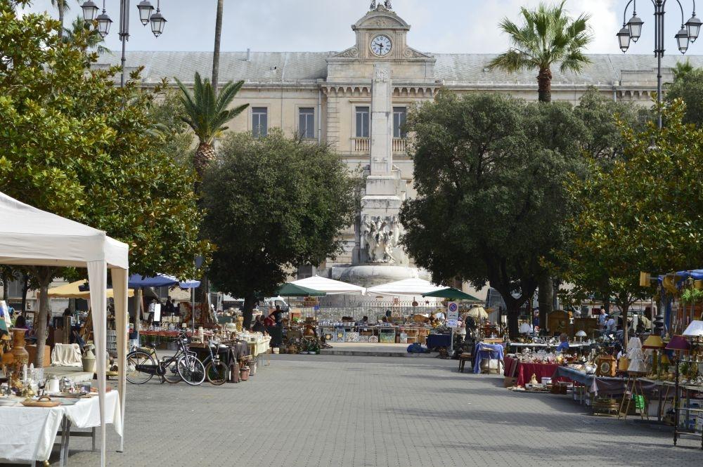 Martina Franca il mercatino zien en doen