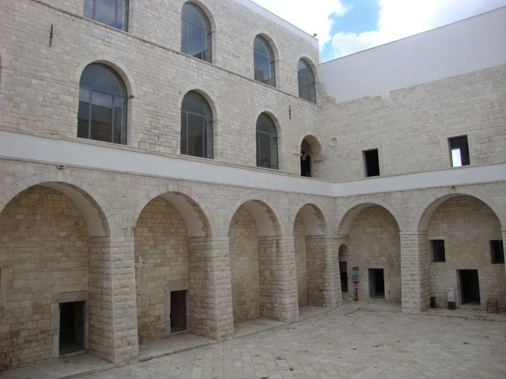 Trani binnenplaats kasteel