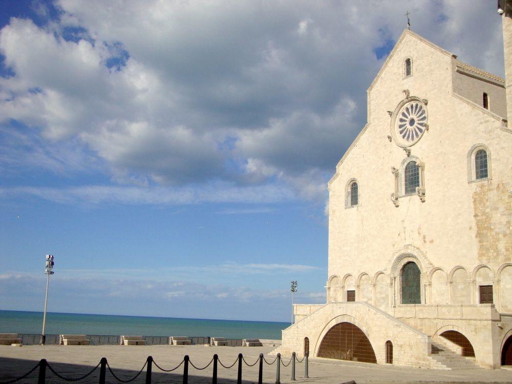 Trani Kathedraal S. Nicola zien en doen