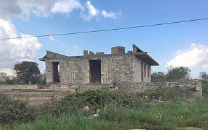 Dit huis kan zo schitterend worden en alle vergunningen aanwezig. Platteland van Puglia
