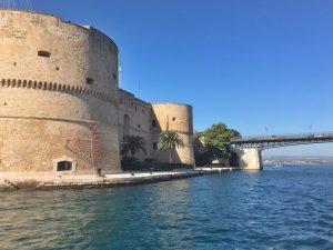 Taranto 45 min. vanaf B&B Villa Lavanda Kasteel en stuk brug Taranto