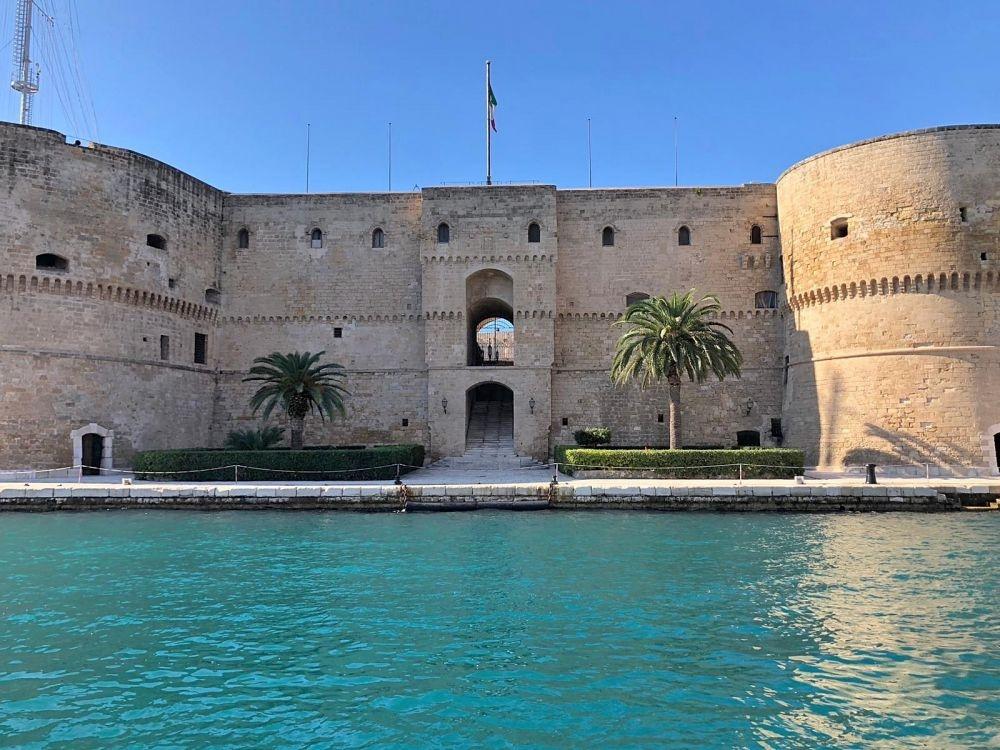 Het kasteel in Taranto, je komt er langs met de excursie Dolfijnen spotten