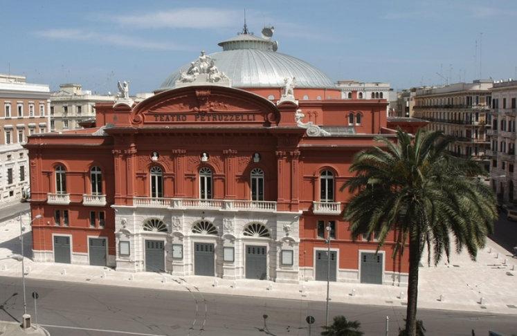 Teatro Petrucelli Bari F vanuit B&B Villa Lavanda