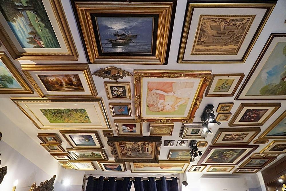 schilderijenplafond tearoom Dulcis Matera 45 min. vanaf B&B Villa Lavanda
